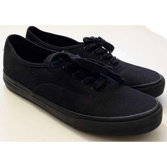 Woman's Airwalk Casual Black Sneakers Size 11